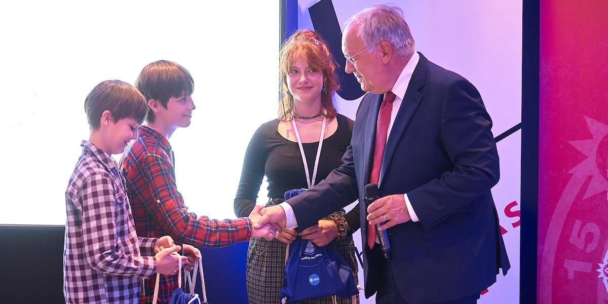Bundesrat Schneider-Ammann mit zwei Kindern.