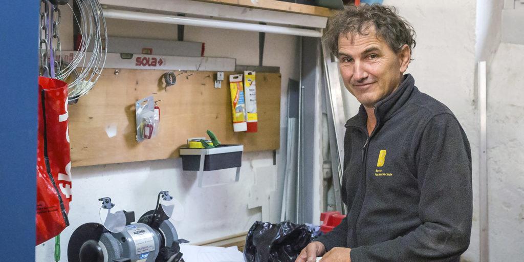 Ruedi Büchler in seiner Werkstatt