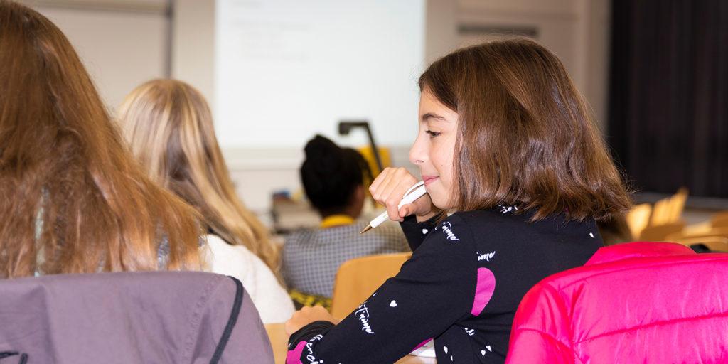 Elissia, fan de «Médias et informatique» à l'école.