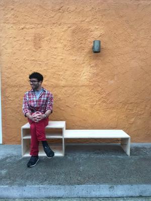 Auf diesem Gestell kann man sitzen; ...