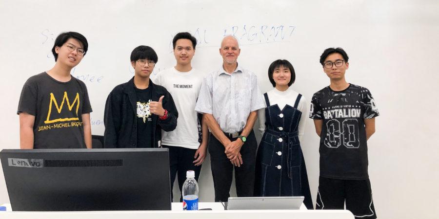 Paul Ammann avec cinq étudiant-e-s chinois