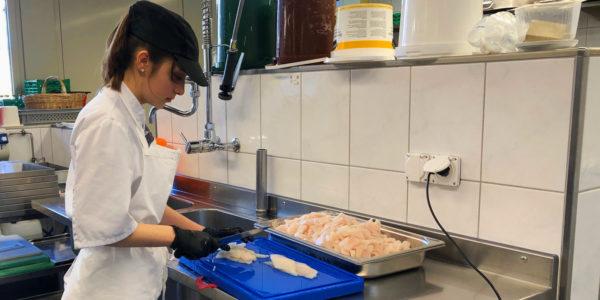 Wo Teamarbeit in 10 Kilo Fischragout und 15 Liter Kichererbsen-Curry gipfelt